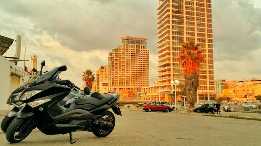 Hanging Out Check This Out Relaxing Hi! Enjoying Life Hello World Taking Photos Relaxing That's Me Motorcycle Tmax