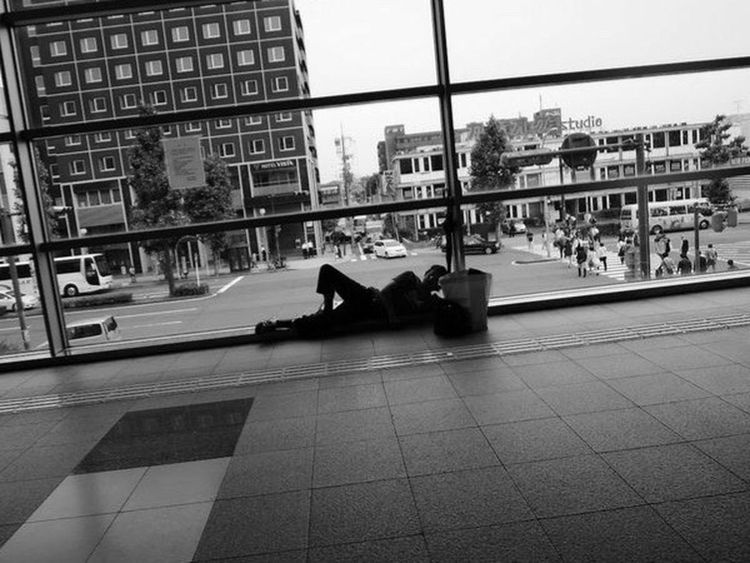Streetphotography Kyoto Kyotostation Citylife Homeless Lifeis Real Life Sleeping Sleeping Beauty Day Blackandwhite Monochrome Nikongraphy EyeEmNewHere Connected By Travel Hiding From The World Lost In The Landscape 세계 Snap Snapshot Snapshots Of Life Oldman Alone 京都 Adventures In The City