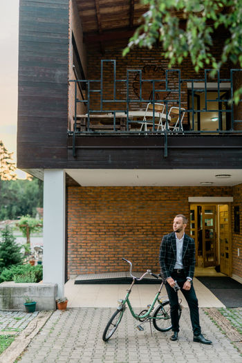 Man Stylish Architecture Brick Building Building Exterior Built Structure Bycicle Casual Clothing Day Front View Full Length Leisure Activity Lifestyles Looking At Camera Man Fashion One Person Outdoors Portrait Real People Retro Style Retro Styled Smiling Standing Style Style And Fashion Young Adult Young Men