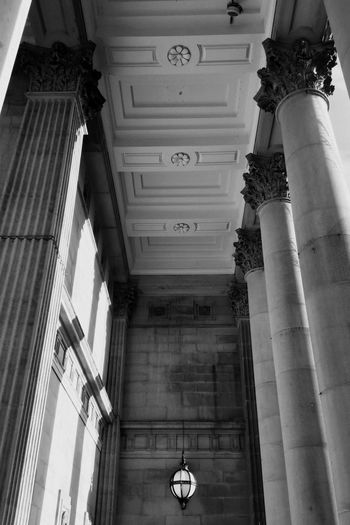 Leeds town hall Vintage Style Urban Beauty Town Hall Leeds, UK Stone Pillars Carved Stonework Looking Up Architecture Architecture Built Structure Architectural Column Building Exterior History Building The Past Low Angle View Tourism Day No People Outdoors Ceiling