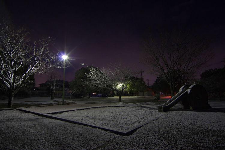うっすら雪化粧した夜の公園 Night Outdoors No People Park Nightview 広角 広角レンズ 公園 公園にて 公園風景 夜 夜の風景
