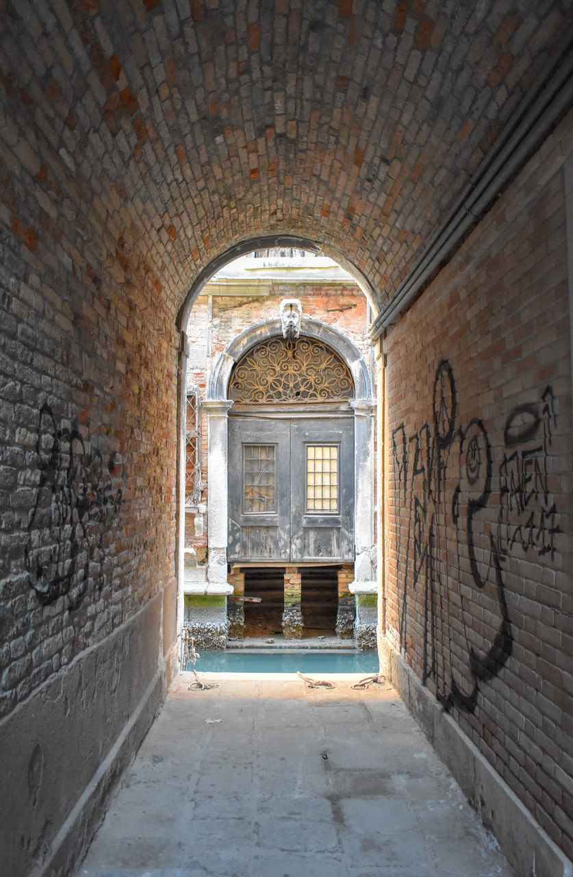 brick wall, arch, no people, indoors, history, architecture, day