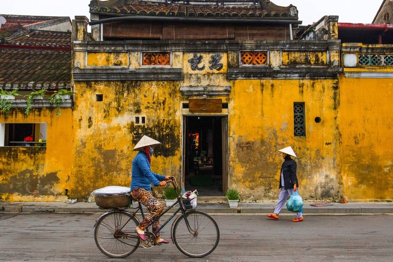 🚴🏻♀️ or 🚶🏽 Bicycle Cycling Walking Building Exterior Hoian  Travel Traveling Travel Photography Photography Yellow Building Ancient Unesco Vietnam