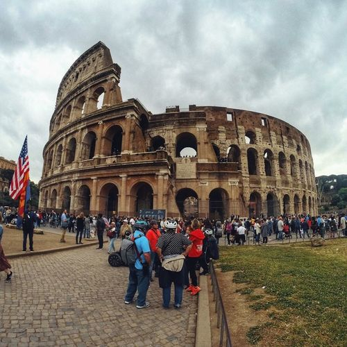 Coloseo Coloseo Kayak EyEmselect Eyem Best Shots Italy Group Of People History Large Group Of People The Past Crowd Building Exterior Adventures In The City Architecture Built Structure Travel