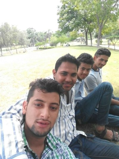 Hanging out with friends... Enjoying Life Hanging Out Freedom Relaxing Selfie ✌ Friends Forever Best Friends With Friends Friends For Life
