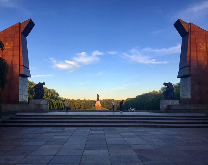 Architecture Statue Outdoors Soviet Monument Soldiers Sky Built Structure Treptower Park Imponente