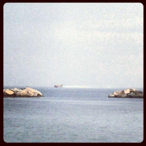 #Canadair della #ProtezioneCivile fa, di nuovo, il pieno d'acqua a 200(?) metri dalla spiaggia... Canadair Protezionecivile