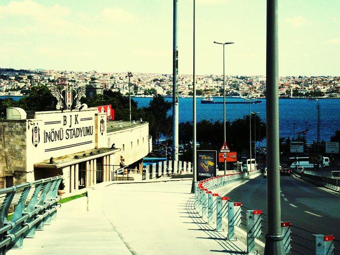 Besiktas Mazi Inönü Stadı Karakartal şanlı Mazi Güzel Günler Göreceğiz Güneşli Günler