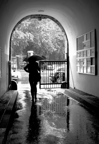 Blackandwhite Stretphoto_bw Old Hallways Silhouette