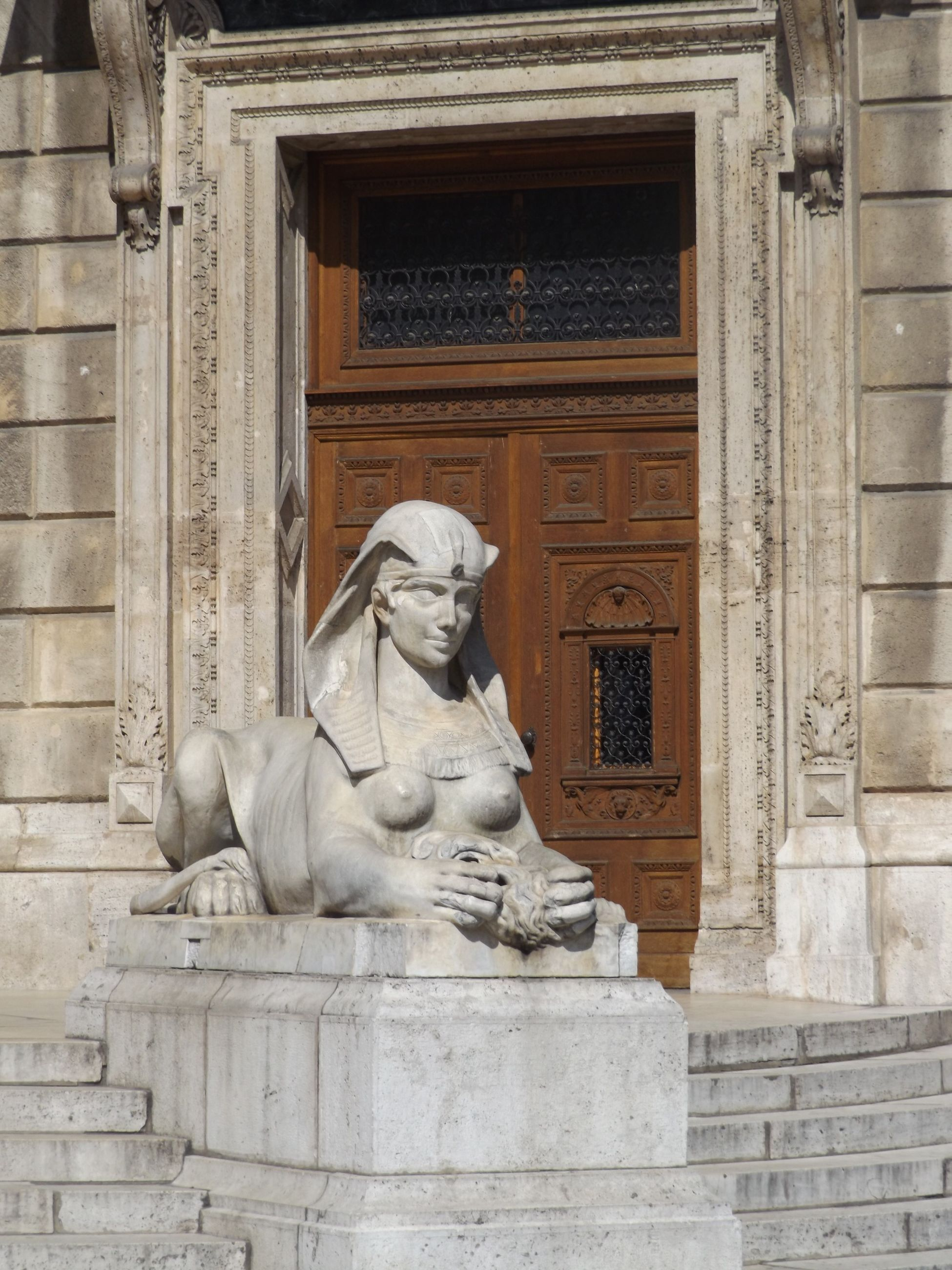 statue, art and craft, sculpture, human representation, architecture, art, built structure, building exterior, creativity, animal representation, carving - craft product, building, day, outdoors, history, low angle view, window, no people