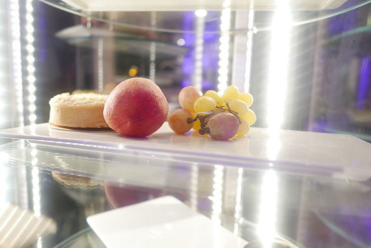 Appel Choice Dessert Dessert Grapes Food Freshness Fruit Glass - Material Healthy Eating Indoors  Ready-to-eat Restaurant Selective Focus Still Life Sweet Food Temptation Window