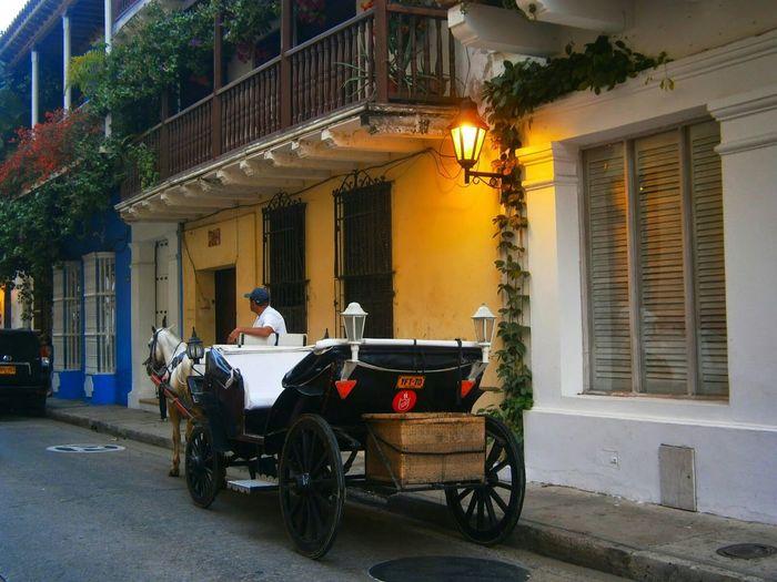 Las hermosas calles colonoliales de la bella Cartagena. Playa Beach Colonial Architecture Cartagena, Colombia Calles Turism Hello World