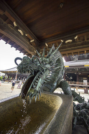Kyoto, May 2017. Dragon Higashi Hongan-ji Kyoto, Japan Dragon Fountain Jr Kyoto Kyoto Station Kyoto Train Station Water Fountain 京都 京都駅 日本 東本願寺