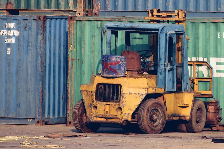 Streetphotography Streetart Street Life Environment Company Part Of Still Life Object Bankrupt Bad Condition Industrial Business Industry Business Finance And Industry Transportation Day Container Rusty Abandoned Corrugated Iron Obsolete Bad Condition Broken Damaged Destruction Parking Old Ruin Civilization