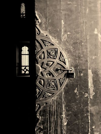 Old door in an old mosque in uperegypt Window Architecture No People Uper Egypt Indoors  Mobilephotography Photooftheday Streetphotography Dark Architecture Door Spirituality Relaxation Day
