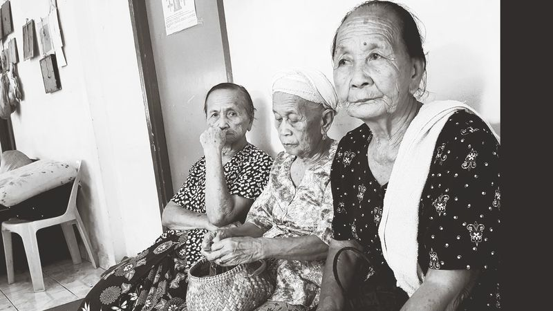 Life Women Elderly Elderly People EyeEmNewHere Eyeem Market Blackandwhite Photography Senior Citizen  Indoors  Adult Sitting People