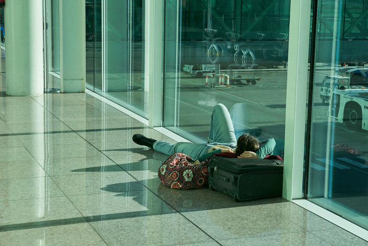 Glass - Material Window Transparent Sitting Reflection Real People Two People Indoors  Airport Women Flooring Lifestyles Adult Travel People Men Leisure Activity Architecture Relaxation Full Length Tiled Floor Airport Departure Area Waiting Retard It's About The Journey EyeEmNewHere 2018 In One Photograph Streetwise Photography