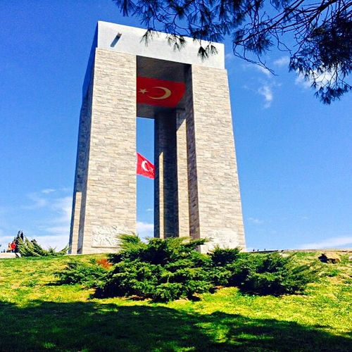 Taking Photos Landscape Turkey Flag Checking In Abidesi Historical Building çanakkale çanakkalegeçilmez Sehitlik