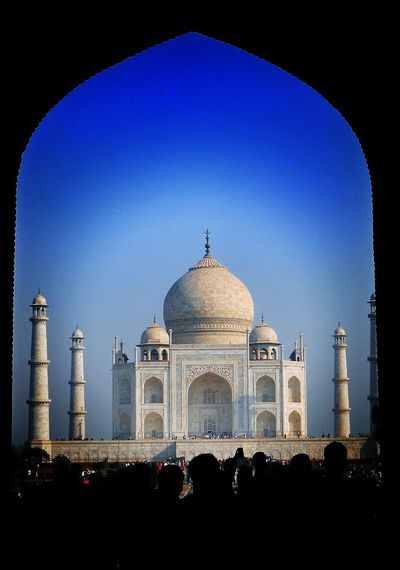 The Taj Mahal Taj Mahal Wonder Of The World India Mughalarchitecture Shahjahan Dome City Clear Sky Arch Politics And Government Place Of Worship Sky Architecture Built Structure Tomb Grave Mausoleum Historic Place Of Interest Architectural Design