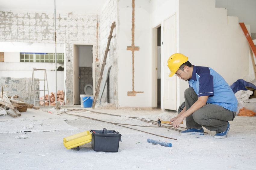 Adult Adults Only Business Finance And Industry Circular Saw Construction Site Construction Worker Engineer Hardhat  Headwear Industry Maintenance Engineer Males  Manual Worker Men Occupation One Man Only One Person Only Men Outdoors People Protective Workwear Repairing Sand Working