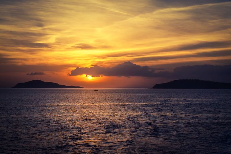 O-Risen Sea Sunset Beauty In Nature Scenics Water Tranquility Horizon Over Water Tranquil Scene Nature Sky Idyllic Cloud - Sky No People Sun Outdoors Mountain Nautical Vessel Day Philippines Puerto Galera  Sea Islands