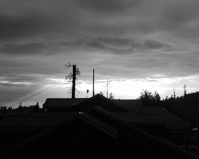 Darkness Prevails over the Sky... . . _soi Soi_bnw Darkness Darksky Cloud Cloudporn Greyeish Rayoflight Bnw Bnw_india Bnw_Kashmir Uts Uts_bnw Blackandwhite Igramming_india Ig_globalphotographers Instagram Indiapictures