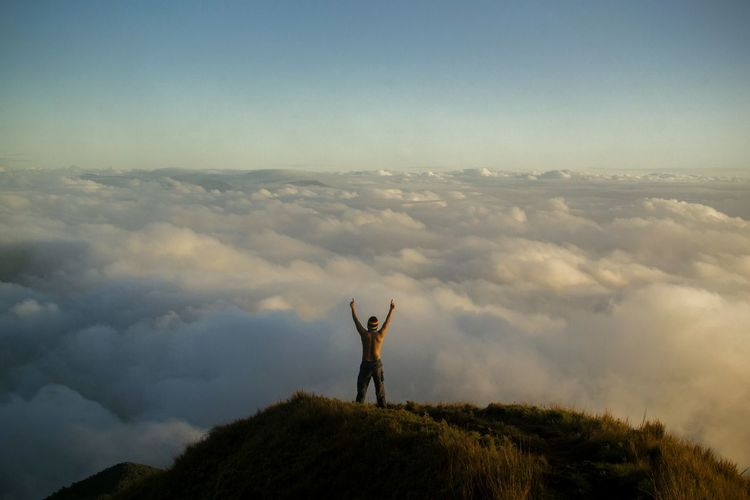 A conqueror of Mt. Pulag. kabayan, Mt. Pulag Kabayan Benguet Sky One Person Nature Outdoors One Man Only Mountain Travelphotography Travel Photography Pinoy Mountaineer Sea Of ​​clouds Mountains Destinationearth Wanderlust Philippines Beauty In Nature Landscape People EyeEmNewHere Nikon D3100 Eyeem Philippines Stay Out Exploring Fun