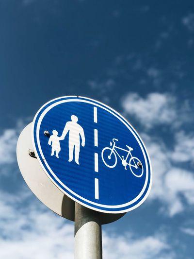 מייסטריט מייחדרה מייאייפון10 IPhoneX ShotOnIphone Sky Blue Communication Cloud - Sky Sign Low Angle View Circle Road Sign Symbol