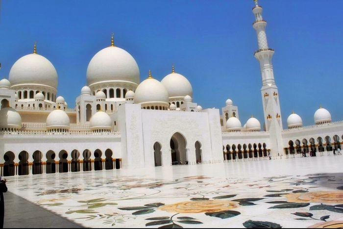 Sheikh Zayed Grand Mosque Centre Abu Dhabi Architecture White Color Dome Travel Place Of Worship Travel Destinations Religion Tomb Tourism Cultures No People Outdoors Day Islamic Architecture ISLAM♥ Islamic Art