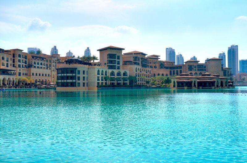 Дубай отель бассейн лето
