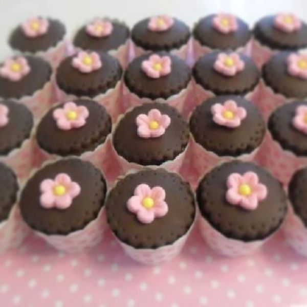 Sweet Cupcakes :) Cupcake Cupcakelovers Pink Pinkcupcakes kawaii dessert food desserts TagsForLikes yum yummy amazing instagood instafood sweet chocolate cake icecream dessertporn delish foods delicious tasty eat eating hungry foodpics sweettooth