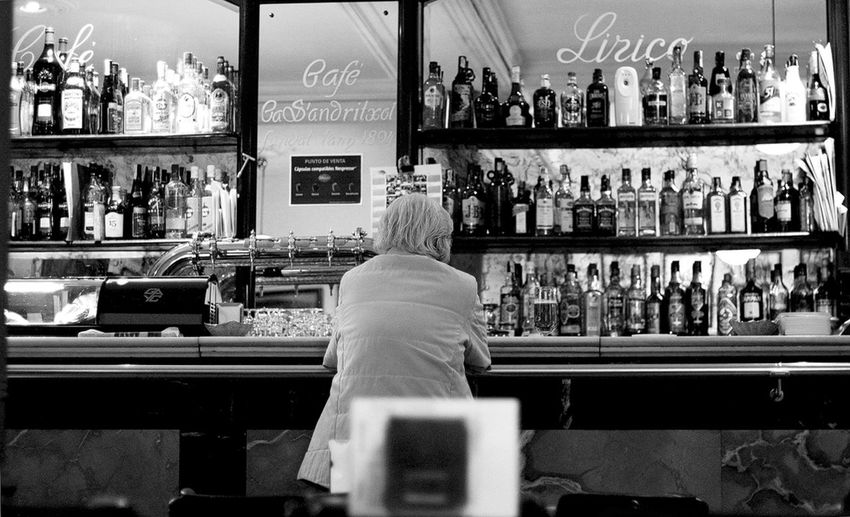 a man sitting alone in a bar in Palme de Mallorca, Spain Black And White Lonely Man, Bar, Pub, Noir Et Blanc Real People Restaurant Schwarz Weiß Sitting Straßenfotografie Street Photography Streetphotography