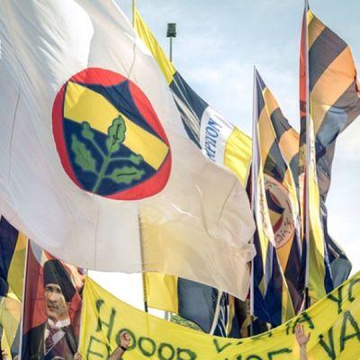 Bugun de Fenerbahce  FenerbahçeYIKILMAZ Sarikanarya Sarilacivert 1907 protest sport resist diren direnis kadikoy istanbul caglayan