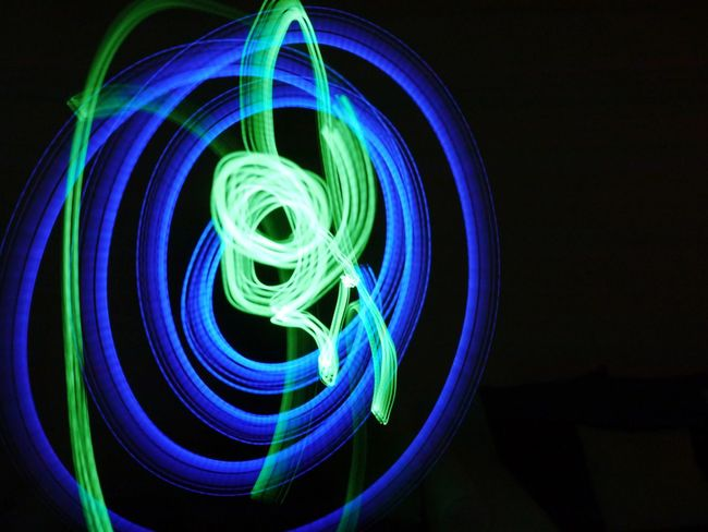 Langzeitbelichtung Black Background Longexposure Black Green Blue Sonicscrewdriver Sonic Screwdriver Long Exposure Design Art Drawing With Light Draw The Creative - 2018 EyeEm Awards