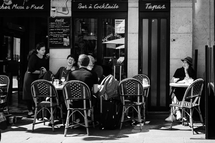 FOMO Group Of Friends Group Alone Jealousy  Envy Fomo People Street Photography Streetphotography Chair Seat Cafe Group Of People Table Sitting
