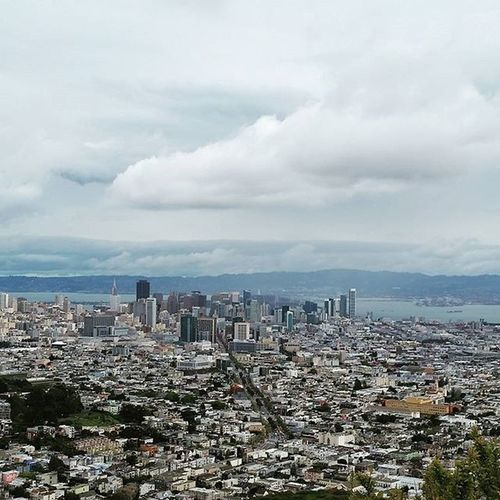 Even on a gloomy day my city is the best the most beautiful... 🌇 Downtown Sanfrancisco ILOVESF FogCity Citylife Citybythebay Twinpeaks Exploresanfrancisco Sfdreaming Sf_insta