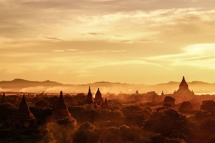 Myanmar Bagan Sunset at Shwesandaw Landscape with Mysterious Mist The Week On Eyem