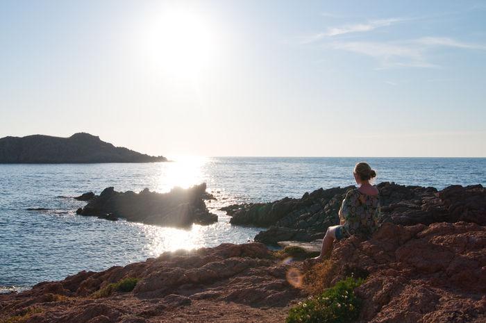 T Hello World Travel Travel Photography Travelphotography Traveller Sardinia Italia Italy❤️ Isola Rossa Isola Rock Holiday Reise Reiseblog ReisenmachtspassSardegna Sunset Coast Sea Woman Mensch People Dreaming Relaxing