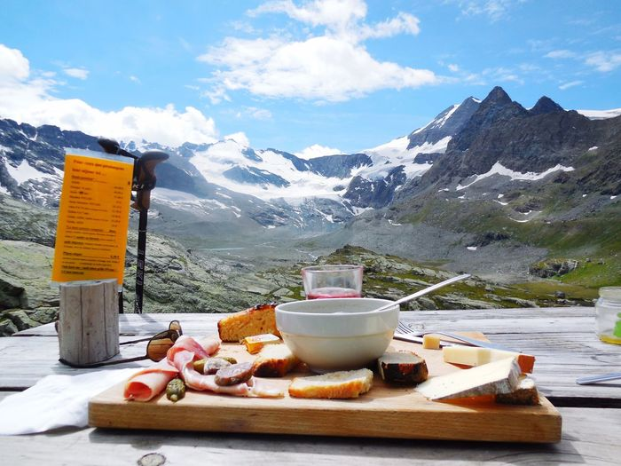 Cirque des Evettes - hikingmeal Cirque Des Evettes Haute Maurienne Savoie Vanoise Alpes AlpesFrancaises Mountains Jause Hiking Hiking Adventures Panoramic Goodfood Food With A View Break Holidays Bonneval Sur Arc L'Écot Albaron Peaks Mountain View