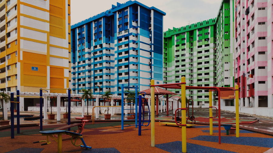 Architecture Building Exterior Empty Building Story Tearing Down HDB HDB Flats Residential Building Playground Vibrant Color Apartment Samsung Galaxy Note 4