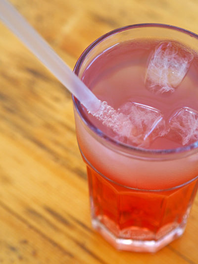 Alcohol Beverage Close-up Cold Temperature Drink Drinking Glass Food And Drink Freshness Glass Ice Ice Cube Ice Cubes No People Non-alcoholic Beverage Refreshment Serving Size Straw Table Transparent