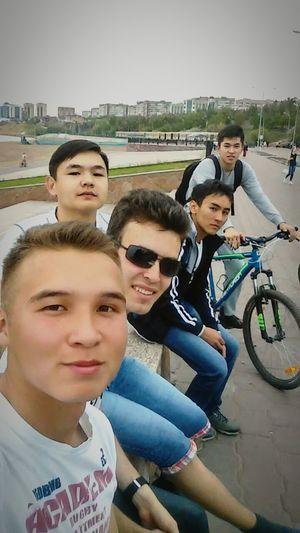 Набережка лето друзья