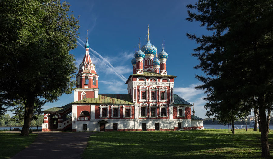 Russia, Uglich, Kremlin, Kremlin views Architecture Blue Building Exterior Built Structure Day Dome Exterior Façade Grass Green Color Lawn No People Outdoors Place Of Worship Russia, Uglich, Kremlin, Kremlin Views Sky Tourism Travel Destinations Tree
