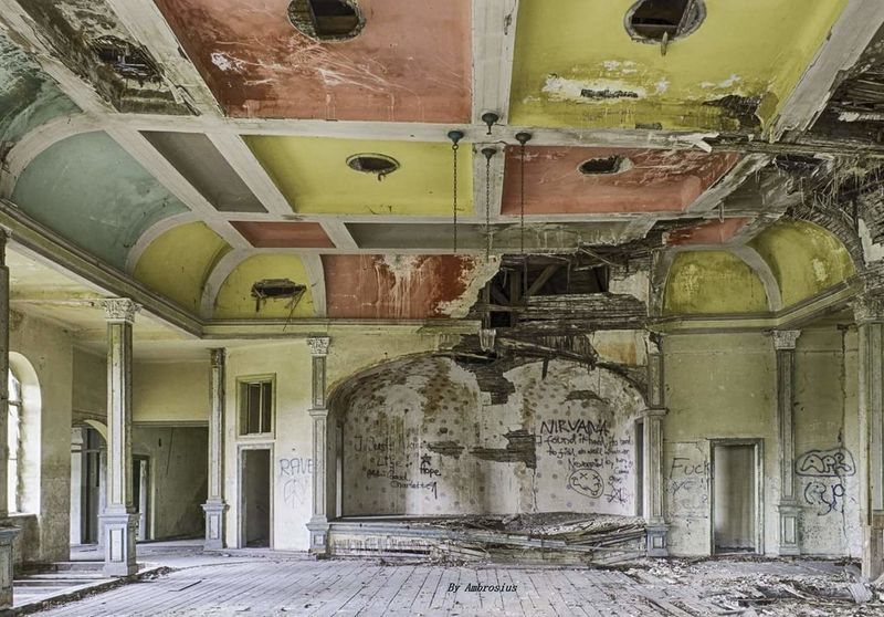 Indoors  No People Architecture Lostplacephotography Lostplaces Decaying Building Decayed Beauty