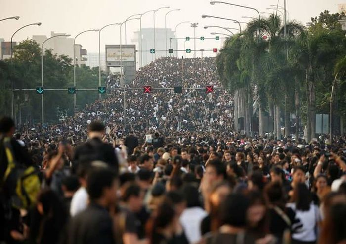 Kingbhumiboladulyadej Longlivetheking ขอเป็นข้ารองพระบาททุกชาติไป เรารักในหลวง ขอน้อมส่งเสด็จสู่สววรคาลัย