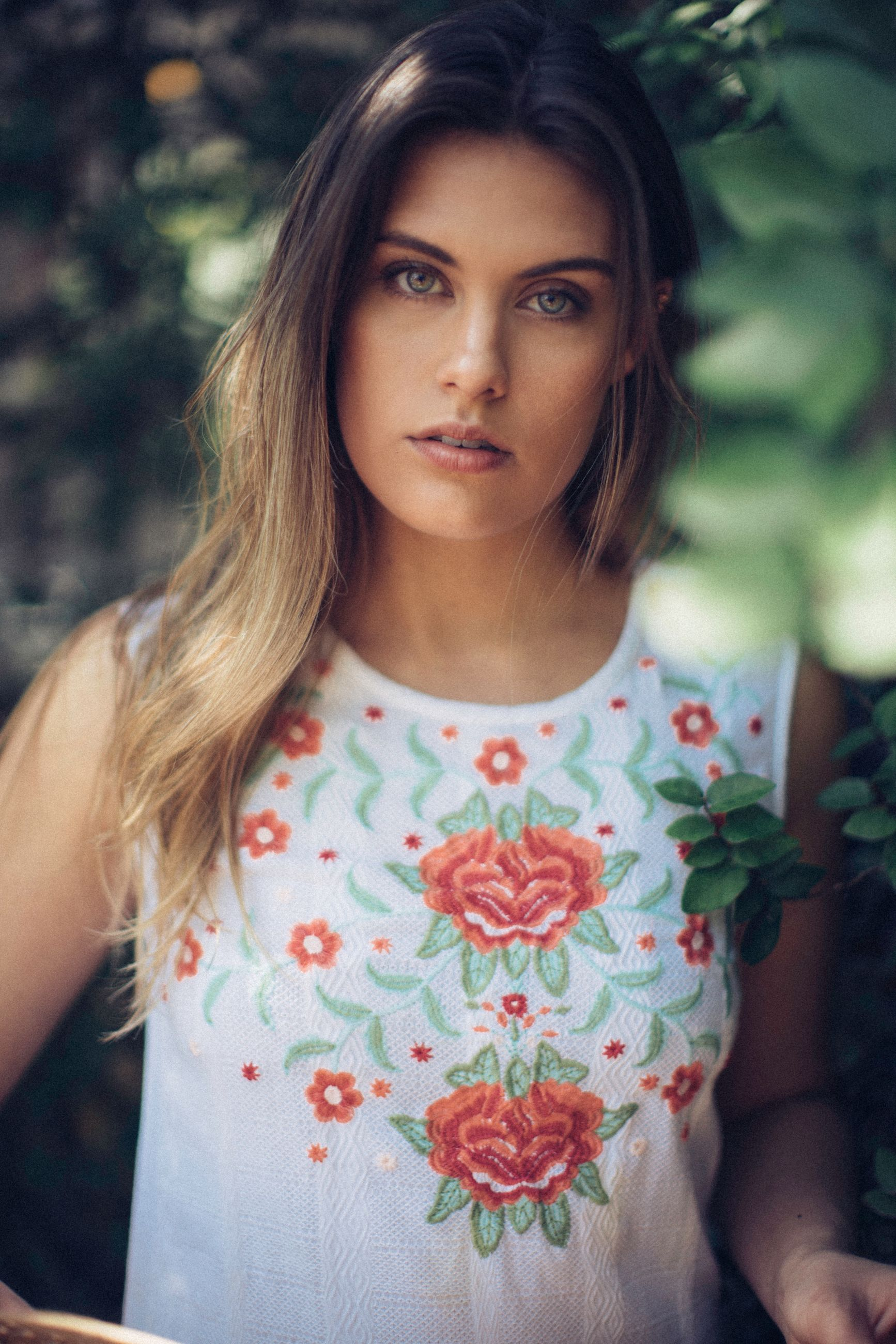 one person, beautiful woman, young adult, front view, real people, young women, portrait, looking at camera, fashion, casual clothing, standing, focus on foreground, lifestyles, day, outdoors, beauty, close-up, one young woman only, tree, nature, people