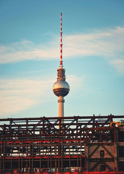 Berlin Fernsehturm & Palast der Republik Evening Tower TV Tower Cityscape Citylife Architecture Tower Built Structure Sky Communication Building Exterior Travel Destinations City Cloud - Sky Travel Tall - High Tourism Sphere Building Low Angle View No People Outdoors