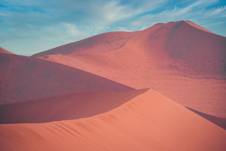 Atmospheric view on sand dunes in the desert of namibia, sossusvlei. beauty in nature.