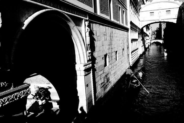 Carnival2016 Carnival 2016 Melancholic Landscapes Venezia Blackandwhite Blackandwhite Photography Dreams Thinking About Life Old Town Shadow Original Photography Gondole In Venice Old Foto  Motivated Creative Photography Venice Carnival Black And White Black&white Bridge Light And Shadow Creative Light And Shadow