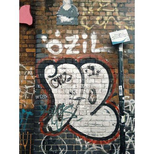 For all you fans of Arsenal, street art and Germany Streetart Eastend Eastlondon London Özil MesutOzil Arsenal Germany Football Fussball Vscophile Vscolondon VSCO Vscocam Androidonly Igerslondon Curiouscreatives E1 Shoreditch